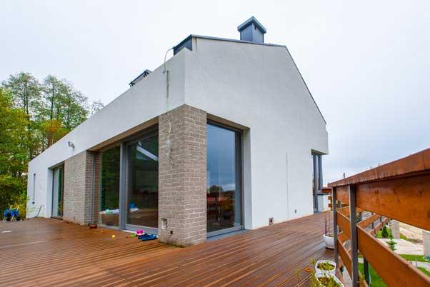 Okna drewniane i plastikowe – czy można łączyć?
