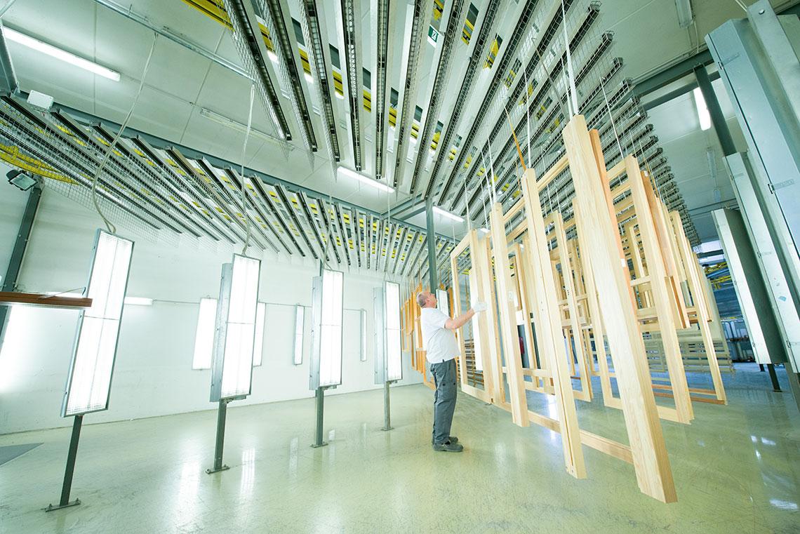 Okna drewniane czy drewniano-aluminiowe – które wybrać budując dom ?