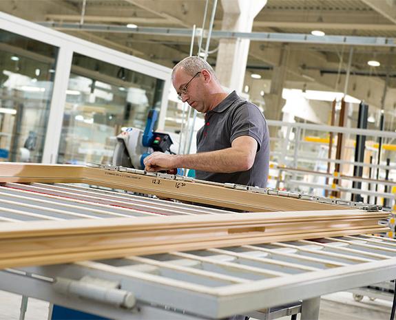 Okna drewniane Internorm – zobacz najnowocześniejszą fabrykę w Lannach