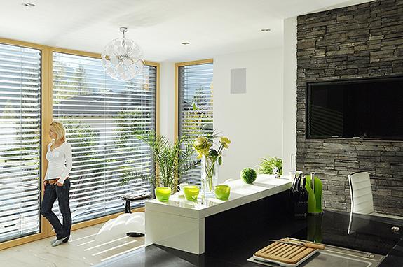 Okna drewniane z żaluzjami zewnętrznymi